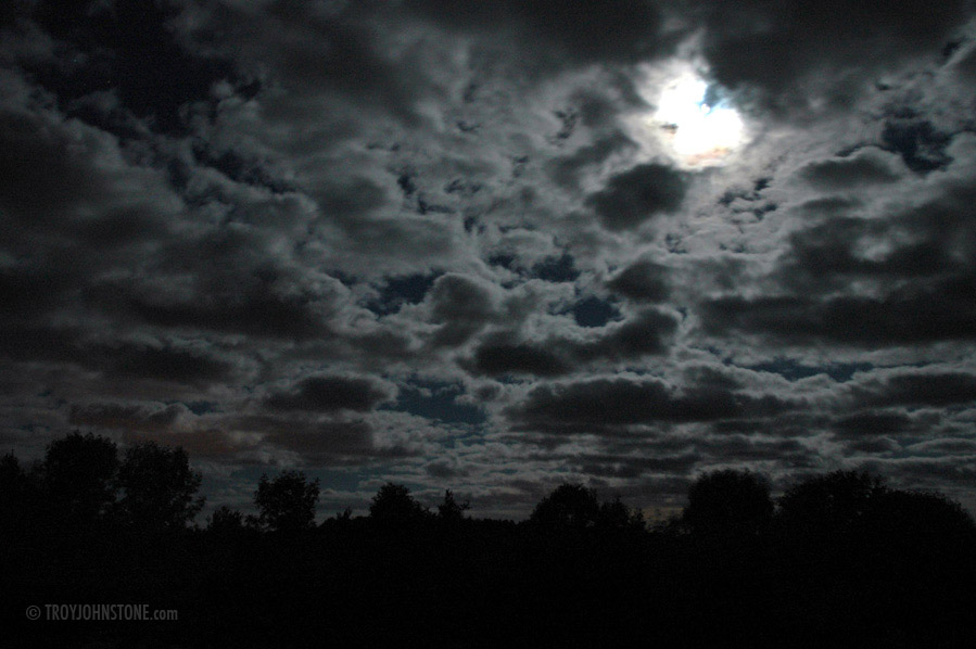 Night sky clouds pictures